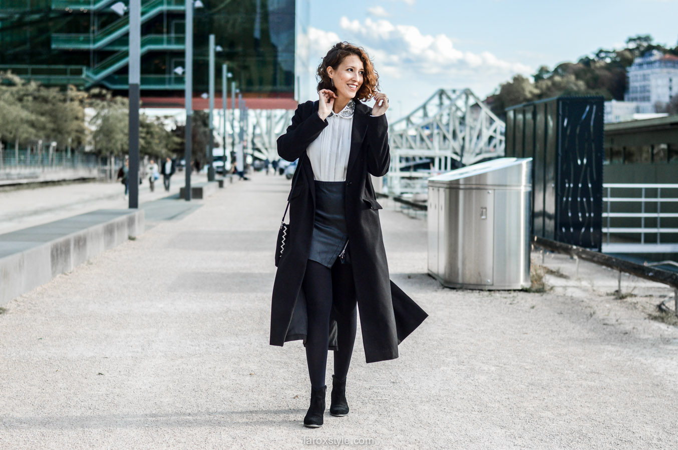 look working girl - jupe simili cuir - chemise strass - laroxstyle blog mode lyon-6