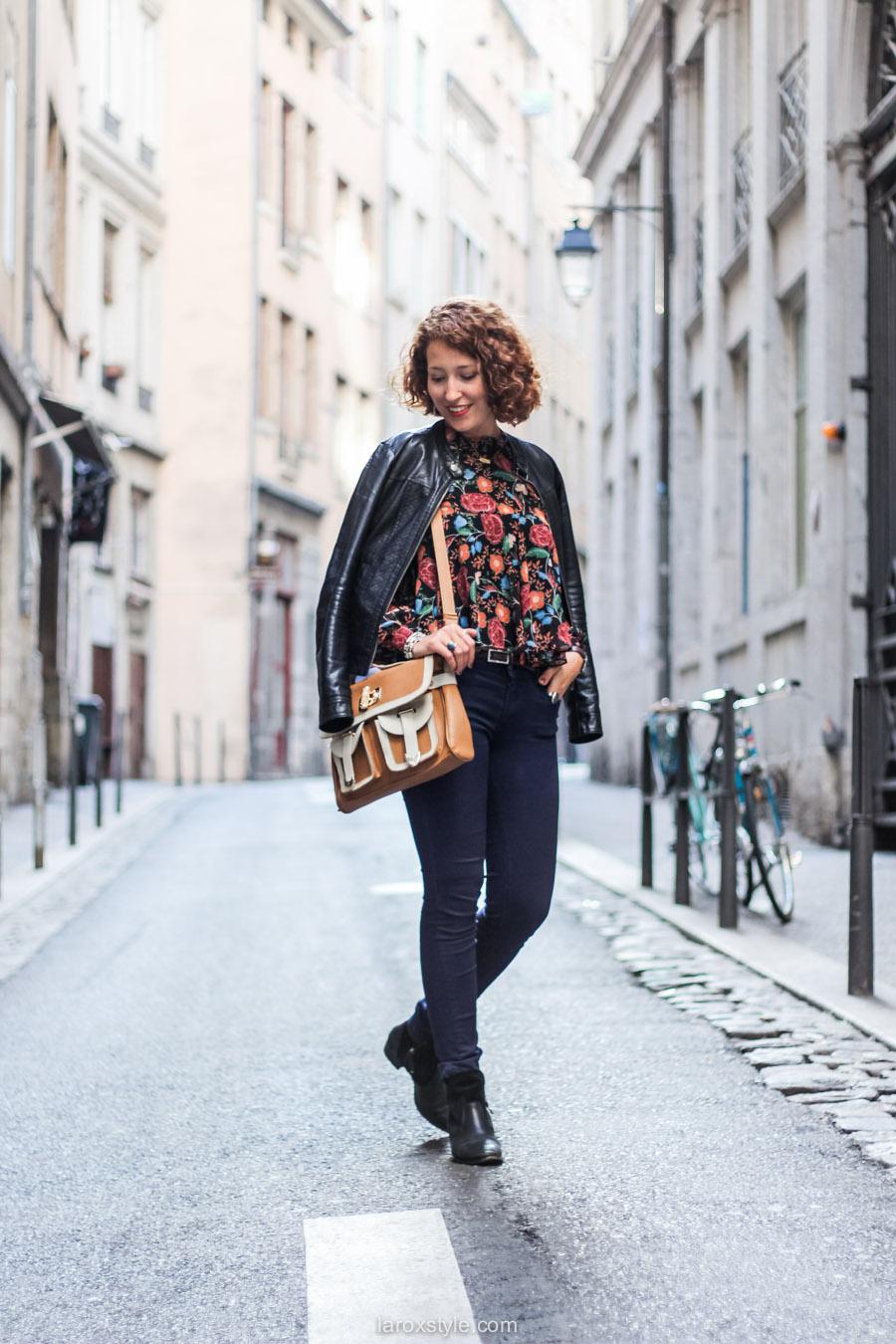 blouse fleurie - sac vintage - laroxstyle blog mode lyon-4