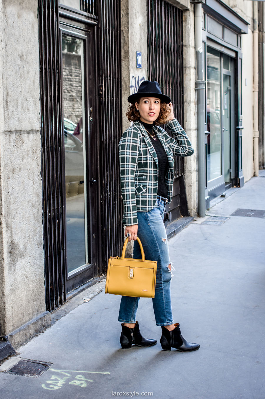 bristish style - veste a carreaux - look jean troue - laroxstyle blog mode lyon-16