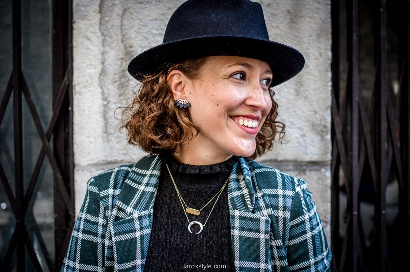 bristish style - veste a carreaux - look jean troue - laroxstyle - blog mode lyon