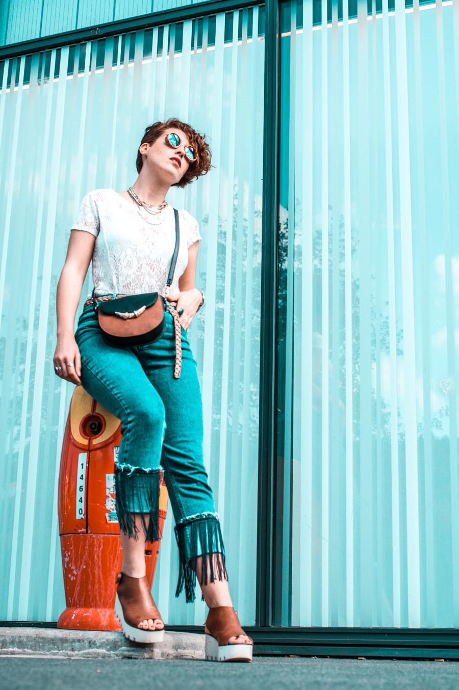 pimper une tenue basique - jean a franges - top dentelles - blog mode lyon - laroxstyle-6