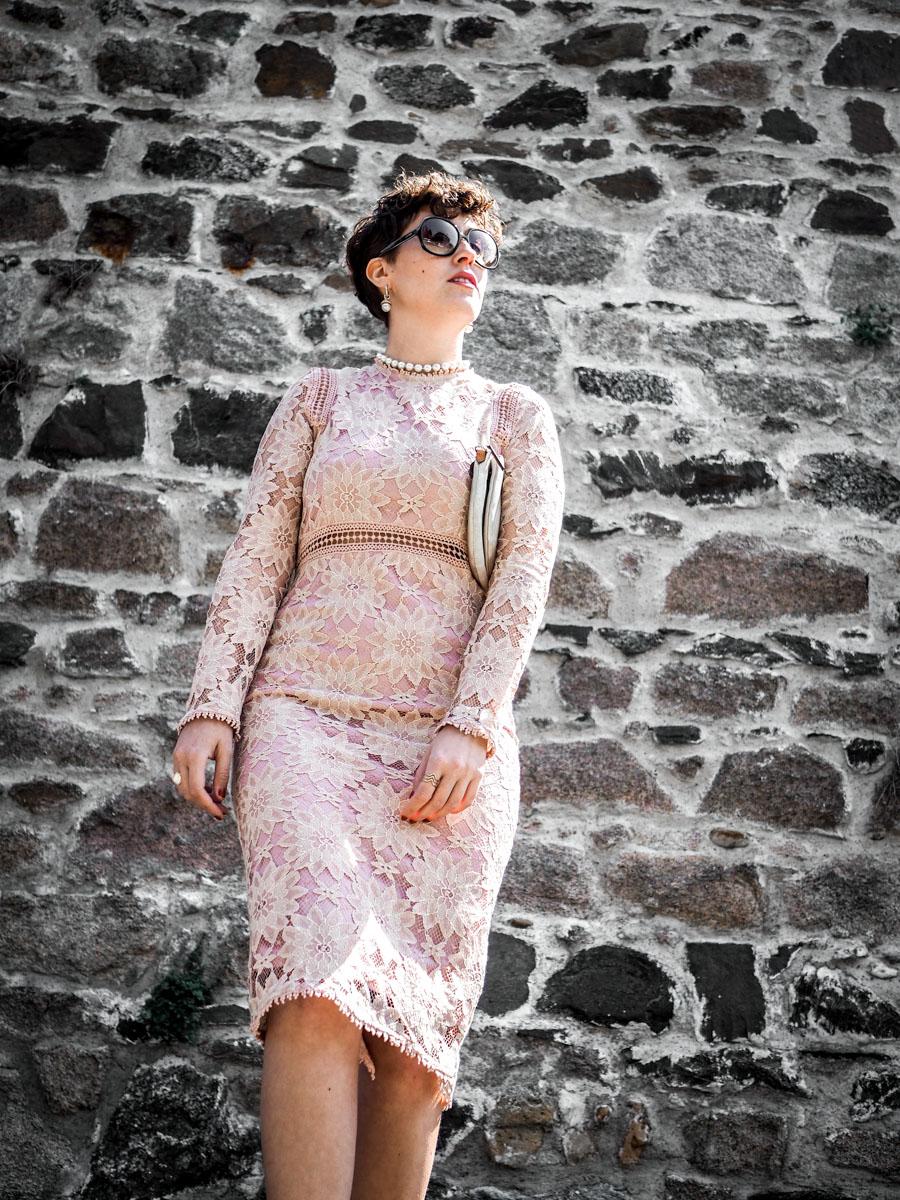 quelles tenues pour une invitee a un mariage - robe moulante dentelles - blog mode